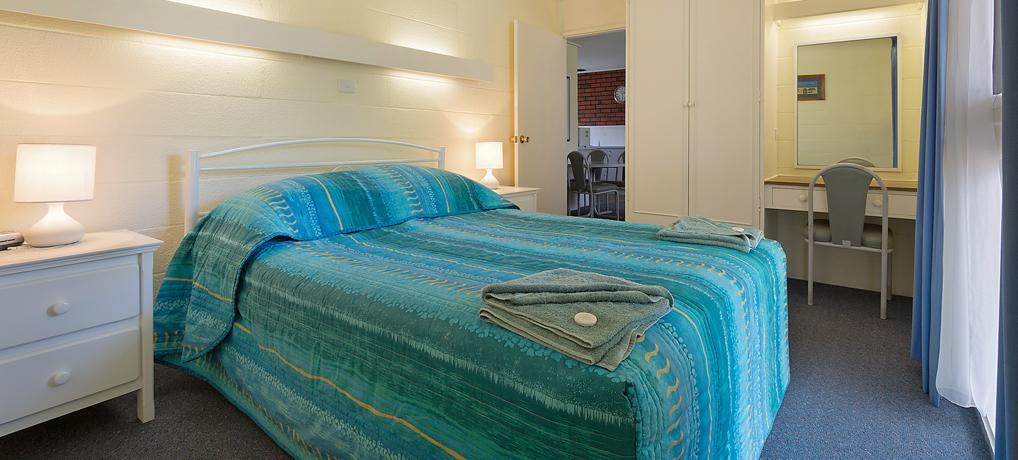 queen bedroom apartment Merimbula